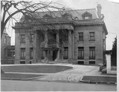 Mansion on Terrace in 1925 Whitefish Bay, American Mansions, Historic Houses, Milwaukee Wisconsin, Gilded Age, Simple Life Hacks, Historical Photos, Old Houses, Vintage Photos
