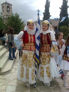 Traditional Costume of Karpathos. Greek Traditional Dress, Traditional Fashion, Traditional Outfits, Greek Dress, Costumes Around The World, Art Populaire, Greek Culture, Folk Dance, Ethnic Dress