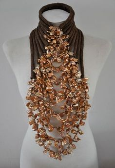 Haute Couture Spring / Summer 2012 fashion show by Mart Visser on 10 March took place! The exclusive necklaces are all made of special baroque pearls combined with suede.