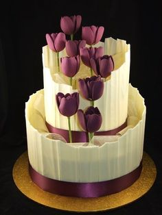 Such a beautiful purple and white wedding cake with fondant tulips #wedding #gardenparty #tulips #purple #weddingcake