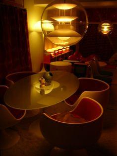 Discount Fall Home Decorations Retro Interior Design, Cafe Interior, Retro Design, Futuristic Interior, Futuristic Design, 1970s Decor, Minimalist Architecture, Modern Architecture, Cute House
