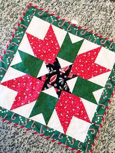 Christmas is on its way and you're ready to add holiday charm to your home. The Magical Mistletoe Christmas Table Runner is the perfect choice. Quilted Christmas Gifts, Christmas Sewing, Christmas Projects, Christmas Ideas, Christmas Patchwork, Christmas Blocks, Cabin Christmas, Christmas Quilting, Christmas Things