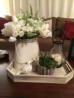country farmhouse decor for the home Coffee Table Centerpieces, Decorating Coffee Tables, Table Decorations, Coffee Table Tray Decor, Table Decor Living Room, Home Living Room, Bedroom Decor, Country Farmhouse Decor, Rustic Decor