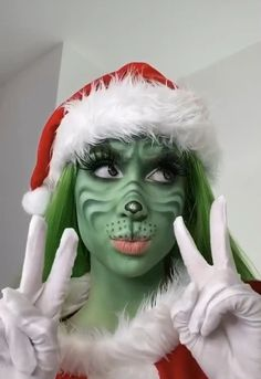 Creepy Makeup, Edgy Makeup, Makeup Eyes, Christmas Makeup Look, Holiday Makeup, Maquillage Halloween Simple, Amazing Halloween Makeup, Halloween Makeup Artist, Make Up Videos