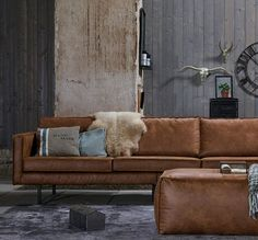 Tips That Help You Get The Best Leather Sofa Deal. Leather sofas and leather couch sets are available in a diversity of colors and styles. A leather couch is the ideal way to improve a space's design and th Home Living Room, Living Room Designs, Living Room Furniture, Sofa Cognac, 3 Seater Leather Sofa, Leather Ottoman, Comfy Sofa, Leather Furniture, Room Inspiration