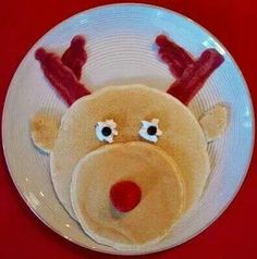 Lots of really cute and easy Christmas breakfast ideas! This gallery of easy Christmas breakfast ideas for kids will add a memorable festive touch to Christmas morning. Everything from snowmen pancakes to reindeer donuts! Christmas Party Food, Christmas Breakfast, Breakfast For Kids, Christmas Goodies, Christmas Morning, Christmas Baking, Winter Christmas, Christmas Holidays, Christmas Pancakes