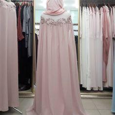 "940 Beğenme, 9 Yorum - Instagram'da одежда для мусульманок (@asma__dress): ""Детали.вид спереди на предыдущем фото. 15000р"""