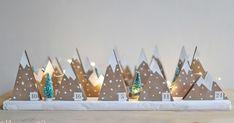 Strahlende Kinderaugen... Genau dafür habe ich diesen Adventskalender gemacht. Und ja, die Äuglein funkelten, als ich heute die kleine Bergl... Christmas Grotto Ideas, Christmas Crafts, New Years Decorations, Christmas Decorations, Kids Calendar, Advent Calendar, Printable Calendar Template, Printable Christmas Cards, Home And Deco