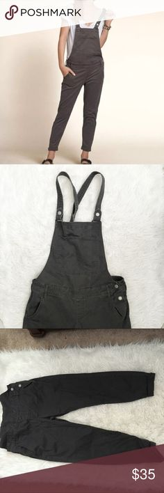 """Hollister NWOT Grey Boyfriend Overalls So great for fall! Size L, runs true to size, maybe even a little bigger because they are supposed to be """"boyfriend"""" style. No trades, offers and bundles encouraged Hollister Jeans Overalls"""