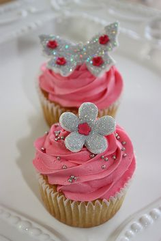 Pink and silver glitter cupcakes Pink Wedding Cupcakes, Fancy Cupcakes, Pretty Cupcakes, Amazing Cupcakes, Sweet Cupcakes, Wedding Cakes, Elegante Cupcakes, Cupcake Rosa, Cupcakes Design