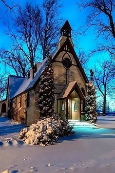 country church in winter Old Country Churches, Old Churches, Abandoned Churches, Abandoned Cities, Abandoned Mansions, Beautiful Buildings, Beautiful Places, Beautiful Pictures, Church Pictures