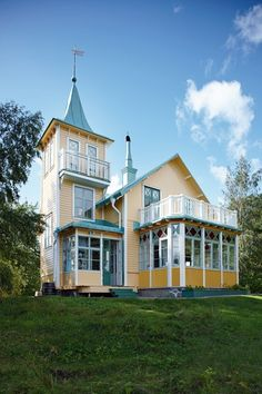 Summer house on the coast of Sweden Beautiful Buildings, Beautiful Homes, Swedish Cottage, Sweden House, Swedish Style, Unusual Homes, Old Farm Houses, Victorian Homes, Victorian Interiors