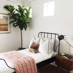 Minimalist Small Bedroom Ideas for Your Bedroom Decor Inspiration - A small master bedroom doesn't have to be a problem. Here are some beautiful bedrooms filled with great ideas for making the most of a small space. Home Design, Design Ideas, Design Design, Home Bedroom, Bedroom Decor, Master Bedroom, Bedroom Ideas, Airy Bedroom, Bedroom Designs