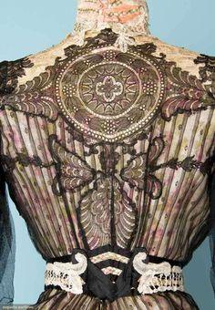Detail gown Victorian