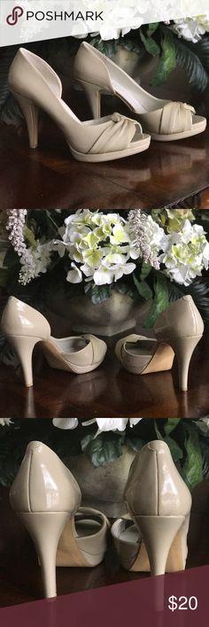 "⭐️Nine West Size 8.5 Heel⭐️ Never worn, leather/fabric, Heel 4"" Nine West Shoes Heels"