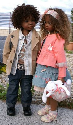 How adorable are these dolls? I thought they were real at first. <3