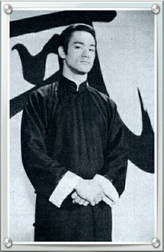 The little Dragon Bruce Lee Bruce Lee Kung Fu, Bruce Lee Art, Bruce Lee Martial Arts, Bruce Lee Photos, Ip Man, Martial Arts Movies, Brandon Lee, Enter The Dragon, Young Actors