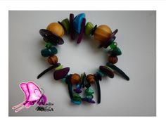 pulsera diseñada en tonalidades azul/verde/púrpura/beige,tagua,coco,bolas de madera,nacar,cristales de murano. taller de Diseño Atavíos de la Mussa Colección 2014!!