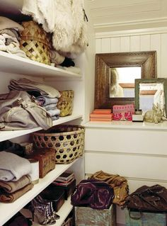 Great shelves / better to have wide shelves than narrow ones for storing clothes