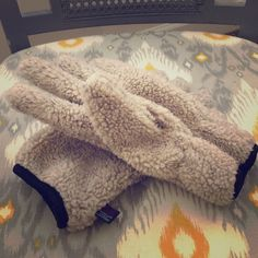 American Eagle Outfitters gloves Fluffy cream gloves with fleece lining. Great condition. Some pilling on fleece lining. Size S/M American Eagle Outfitters Accessories Gloves & Mittens