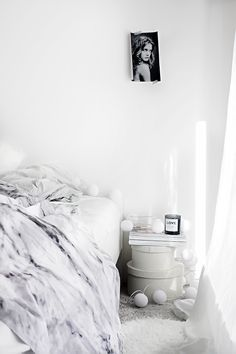 Improvised Nighttable in an All White Bedroom | #connox #beunique