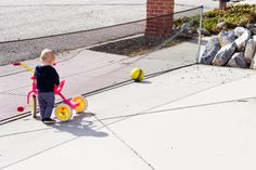 do it yourself divas: DIY temporary fence for play time. Block the drive way.