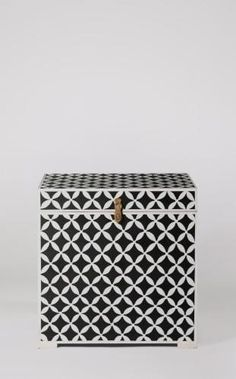 The Saffron storage box is an accent piece that keeps the home clutter-free. Celebrate artisan making at Swoon, hand-crafted designs without the inflated price tag. Small Storage Boxes, Monochrome Interior, Toy Boxes, Diamond Pattern, Jaipur, Design Crafts, Accent Pieces, Bohemian Style, Devil