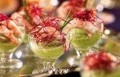 avocado cream with shrimps Snack Recipes, Cooking Recipes, Snacks, Drink Recipes, Avocado Cream, Party Hacks, Tapas, Cabbage, Food And Drink