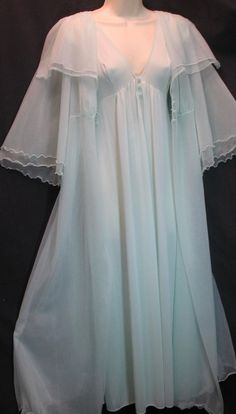 IN THE MOOD VINTAGePeignoir Negligee Nightgown by JunkSisters911