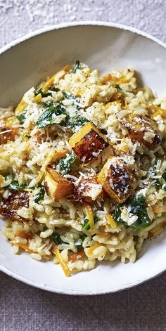 A creamy low-FODMAP risotto with butternut squash. This is a quick, easy and very delicious low-FODMAP vegetarian meal. A creamy low-FODMAP risotto with butternut squash. This is a quick, easy and very delicious low-FODMAP vegetarian meal. Tasty Vegetarian Recipes, Veggie Recipes, Paleo, Healthy Recipes, Healthy Food, Easy Vegetarian Dinner, Vegan Meals, Quick Recipes, Vegan Food