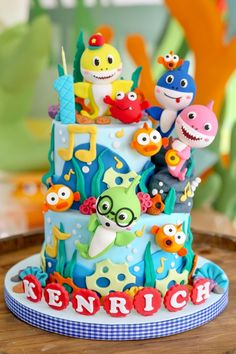 18 New ideas birthday party girl baby shark Shark Birthday Cakes, Baby Boy 1st Birthday, Birthday Cake Girls, 2nd Birthday Parties, Birthday Ideas, Baby Hai, Shark Cake, Shark Party, Birthday Cake Decorating