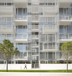 Jesolo Lido Condominium | Italy | Richard Meier Architects | photo © roland halbe
