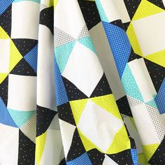 Parallel-O-Grid by Tea + Brie - a fun and fast project perfect for big, bold print! Beginner Quilt Patterns, Quilting For Beginners, Quilting Tips, Quilting Tutorials, Quilting Projects, Quilting Designs, Star Quilts, Quilt Blocks, Brie