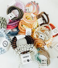 I'm obsessed with these hair ties! That don't crease your hair and it's l… I'm obsessed with these hair ties! That don't crease your hair and it's literally the best thing ever! Cute Jewelry, Jewelry Accessories, Fashion Accessories, Hair Jewelry, Looks Vintage, Vintage Metal, Fall Inspiration, Accesorios Casual, Uñas Fashion