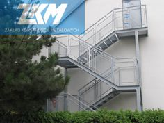 Przykład wykonania schodów zewnętrznych przez firmę ZKM - Konstrukcja schodów została ocynkowana ogniowo, trepy wykonane są z kraty podestowej.