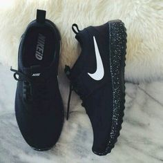 Adidas Women Shoes - NIKE Women Men Running Sport Casual Shoes Sneakers BLACK - We reveal the news in sneakers for spring summer 2017 Cute Shoes, Me Too Shoes, Women's Shoes, Shoe Boots, Roshe Shoes, Shoes Style, Golf Shoes, Shoes Sport, Shoes 2016
