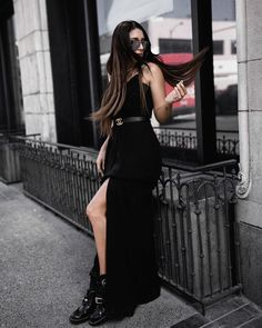 @fashionlush shows us that you can't go wrong with a black dress as a wedding guest. See more inspiration from some of our favorite bloggers on our blog (link in profile!) #DavidsBridal #spons