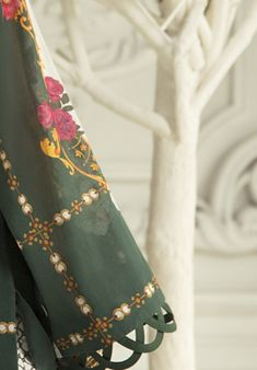 Kurti Sleeves Design, Sleeves Designs For Dresses, Neck Designs For Suits, Kurta Neck Design, Neckline Designs, Dress Neck Designs, Sleeve Designs, Stylish Dress Designs, Stylish Dresses For Girls