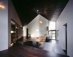 angled planes of naruse house by MDS create spatial distortion