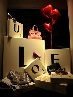 ♂ Commercial Space  Retail design visual merchandising window display, mulberry été 2009