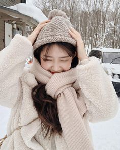 in 2020 Korean Winter Outfits, Ulzzang Korean Girl, Cute Comfy Outfits, Girl Hijab, Girl Photography Poses, Cute Korean, Instagram Girls, Korea Fashion, Cute Girls