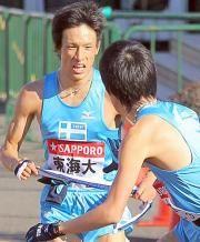 村沢明伸  Google 画像検索結果: http://www.nikkansports.com/sports/hakone-ekiden/2010/news/img/sp-100103-8-ns.jpg