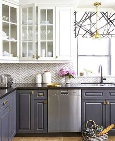 Gorgeous farmhouse kitchen cabinets makeover ideas Kitchen cabinets Home decor ideas Kitchen remodel Dream kitchen Kitchen design Home building ideas Two Tone Kitchen Cabinets, Upper Cabinets, Grey Cabinets, Kitchen Redo, New Kitchen, Kitchen Dining, Stylish Kitchen, Kitchen Cabinetry, Awesome Kitchen