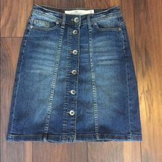 Denim button up skirt H&M button up skirt. 18 inches in length. I bought it and loved it, however I am very pear shaped and it did not fit me right. It is like new! H&M Skirts A-Line or Full