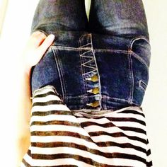 Highwaisted jeans and a striped tee with a black heel and a blazer/ leather jacket -perfect off duty simple style