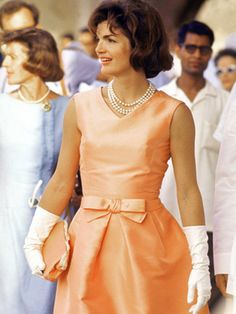 9db645d3e2 Jackie women who wore pearls beautifully Jacqueline Kennedy Onassis