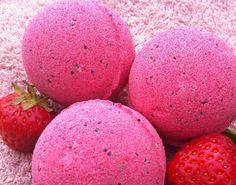 Strawberry Jazz bath bomb