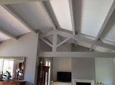 Repeindre un plafond avec poutres en bois apparentes   Salons ...