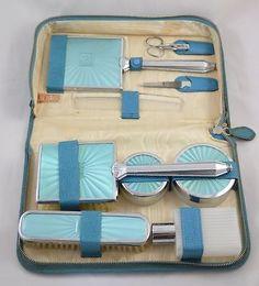 LADIES-VINTAGE-1950s-TWO-TIX-VANITY-GROOMING-SET-IN-BLUE-CARRY-CASE-COMPLETE