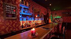 Das auftakt in Nürnberg St. Johannis ist eine gemütliche Bar mit Lounge-Feeling. Du kannst das auftakt für Deine private #Geburtstagsparty ab 30 Personen kostenlos mieten. Innen ist es mit bequemen schwarzen Ledersofas, schicken Kronleuchtern und verzierten Wänden geschmückt.